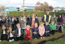 The children of Chilton Primary School plant bulbs on the grass verge opposite their school, with the help of Chilton Mayor, Tonya Duprey, and Scott Elwood of SE Landscapes.