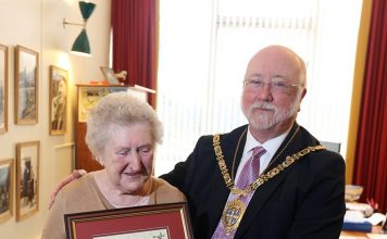 Edna Ripley, born in Spennymoor, accepts the Chairman's Medal from Cllr John Lethbridge.