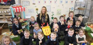 Ex-pupil and Grass Direct Marketing Operative Jessica Fox in the Rosa Street School garden area with the whole of the reception class.